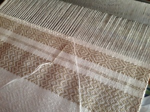 Uneven tension in the warp threads